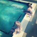 dzieci na basenie